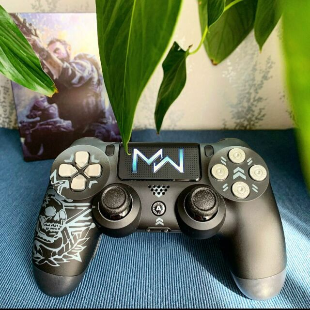 [ GAMING ] 🇫🇷 Cette magnifique manette de aimcontrollers 😍 Elle me permet d'avoir plus de facilité à jouer sur un jeu comme Call Of Duty surtout en Warzone 🔥 Sachez qu'avec le code « MLLEJOULIE » vous avez -50€ dès 149€ d'achat sur www.aimcontrollers.com (lien dans ma bio). Vous en pensez quoi de cette manette ? 🎮 —— 🇬🇧 This amazing controller from aimcontrollers 😍 It makes it easier to play a game like Call Of Duty, especially on Warzone 🔥With the code « MLLEJOULIE » you have -50€ orders totaling 149€ or more on www.aimcontrollers.com (link in my bio). What do you think about of this controller? 🎮 —— 💎 FOLLOW ME mllejoulie  —— ❤️ Instagram partners : le.monde.de.giu  addict.gam3s  sergy.gamer  papasgame  nerdlaxing  olaxiii  —— { #controller #controllerplayer #aimcontrollers #aimcontroller #callof #callofdutymodernwarfare #callofdutywarzone #warzone #codwarzone #controllerskins #ps4controllers #ps4 #playstation #steelbook #steelbooks #steelbookcollector #steelbookaddict #steelbookcollection #playstation4 #playstationgamer #callofdutymw #esport #ps4controller #games #gaming #gamer #gamerscan #gamingcommunity #gamerposts #frenchgameur }