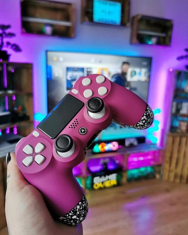 [Werbung/Advertising] aimcontrollers  Hey Guys! 🤗 What would your perfect custom controller look like? I can't keep my eyes off my aimcontrollers Beauty and I'm sooo happy about it! 😭❤️ • • Controller: aimcontrollers  Use Code PLAYGROUND10 for 40€ (Minimum purchase 139€) Lightning: the one and only govee.eu • • [unbezahlte werbung] • • #gaming #gamingsetup #setup #gameroom #gamingcommunity #gamer #gamerlife #girlgamer #ps4 #ps4pro #playstation #codmw #aimcontrollers #fps #controller #customcontroller #dualshock4 #dualshock #videogames #battlestation